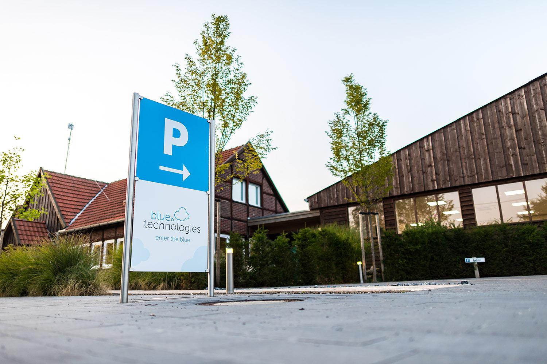 """Außenaufnahmen der Blue Technologie am 22.08.2018 in Everswinkel zur """"blauen Stunde""""."""